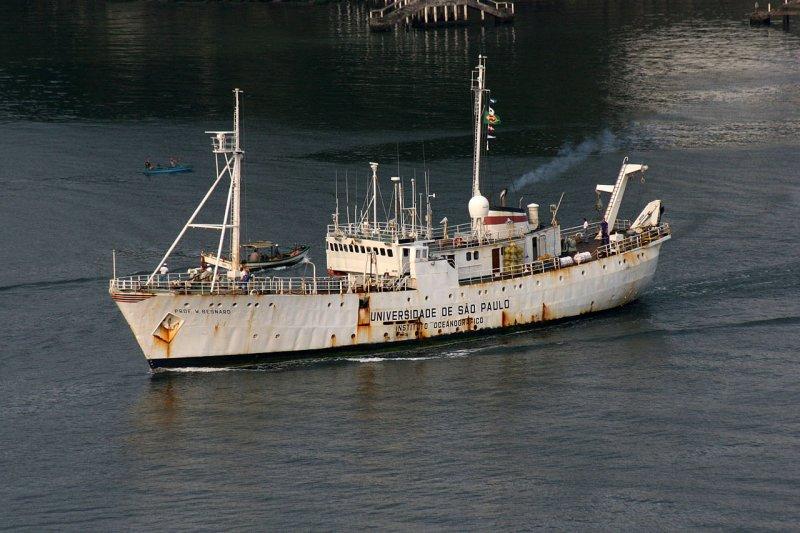 O dia em que o navio símbolo da missão brasileira na Antártica quase virou história