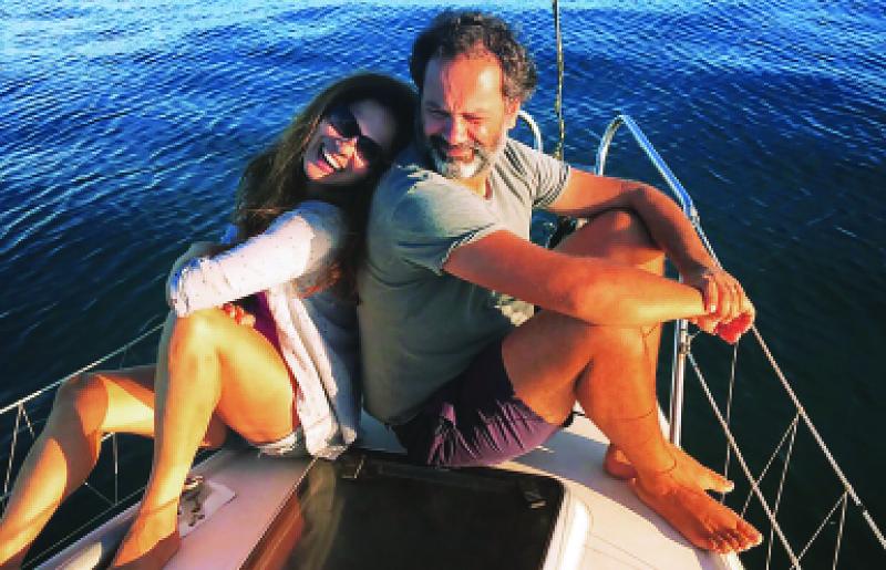 O casal que trocou a casa por um barco e foi viver no mar