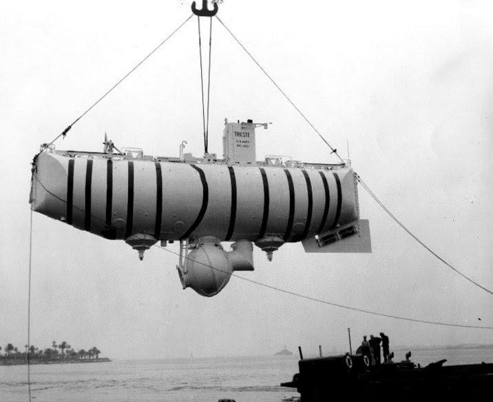 O histórico mergulho de um submarino no ponto mais profundo dos oceanos