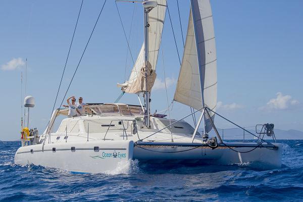 O casal que trocou apartamento por um barco e foi ganhar a vida no Caribe