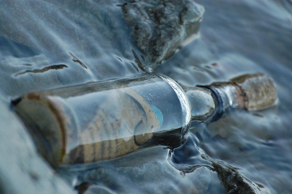 A mais estranha das garrafas com mensagens lançadas ao mar