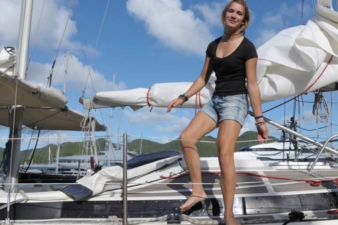 A menina que partiu, sozinha, para dar a volta ao mundo com um barco aos 14 anos de idade