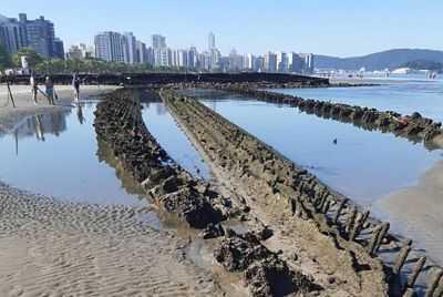 Como os restos de um antigo barco na praia se tornaram um problema para uma cidade