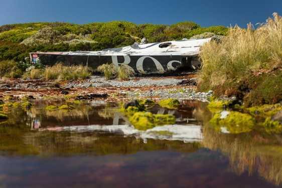 O incrível barco que foi abandonado e quase deu a volta ao mundo sozinho